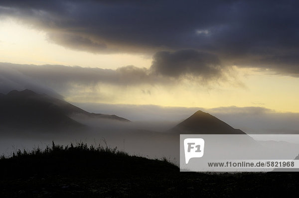 Gorny Zub Berg auf Kamtschatka im Morgengrauen