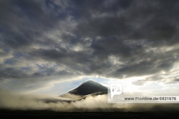 Ovalnaya Zimina Vulkan auf Kamtschatka Ovalnaya Zimina Vulkan auf Kamtschatka