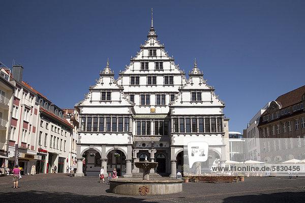 Rathaus am Rathausplatz  Paderborn  Ostwestfalen-Lippe  Nordrhein-Westfalen  Deutschland  Europa  ÖffentlicherGrund
