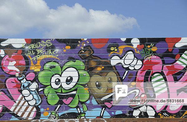Graffitiwand mit Himmel  Karolinenviertel  Hamburg  Deutschland  Europa  ÖffentlicherGrund