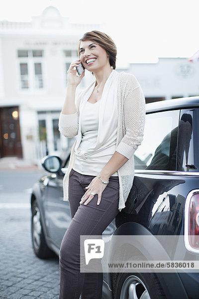 Handy  Frau  sprechen  Auto