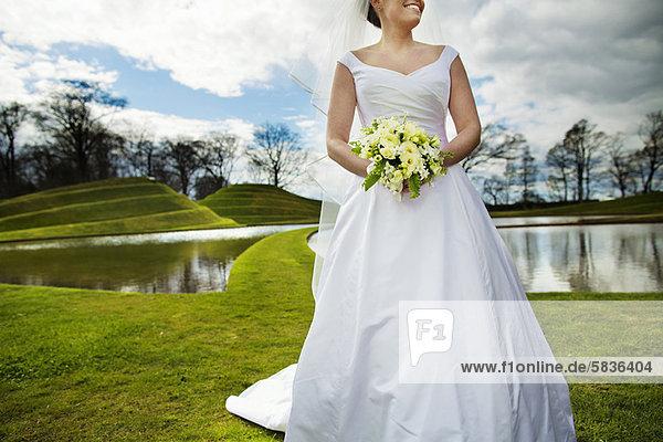 Braut  lächeln  gehen  Feld