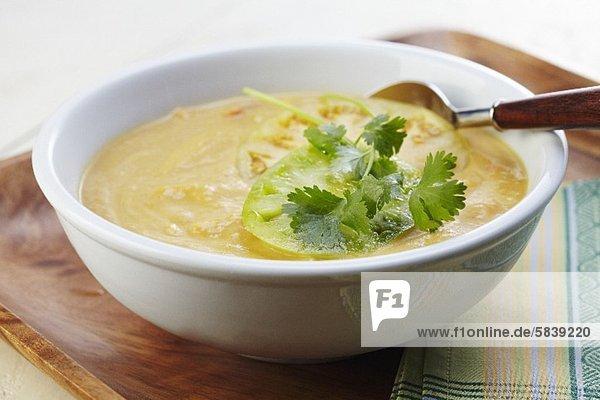 Kürbis-Mais-Suppe mit Tomatillo und Koriandergrün Kürbis-Mais-Suppe mit Tomatillo und Koriandergrün