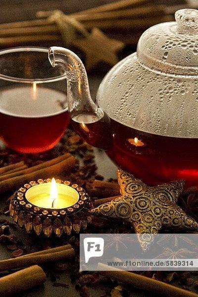 Tee in Glaskanne & Glastasse zu Weihnachten