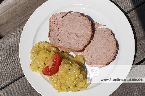 Leberkäs  Leberkäse mit Kartoffelsalat  Oberbayern  Bayern  Deutschland  Europa