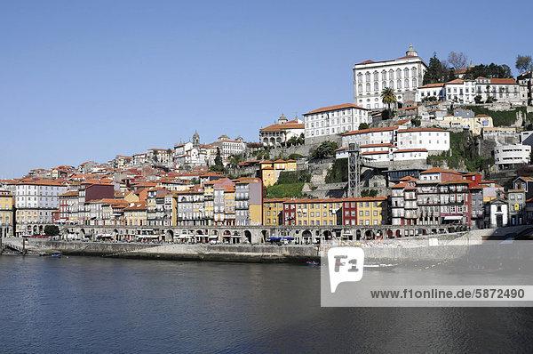 View from the Vila Nova de Gaia district to the old town of Porto with the Duoro river  Ponte de Arr·bida bridge at back  Porto  UNESCO World Heritage Site  Portugal  Europe