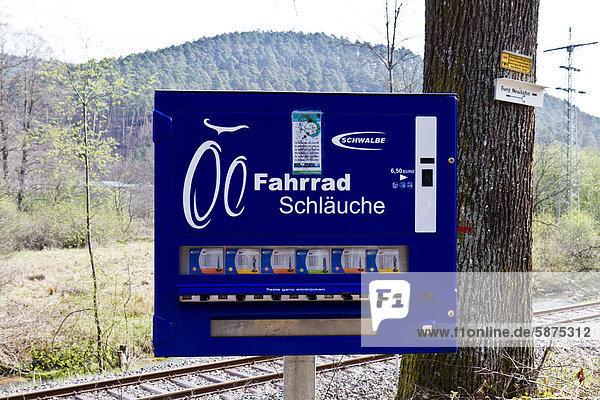 Automat für Fahrradschläuche bei Dahn  Pfälzer Wald  Rheinland-Pfalz  Deutschland  Europa