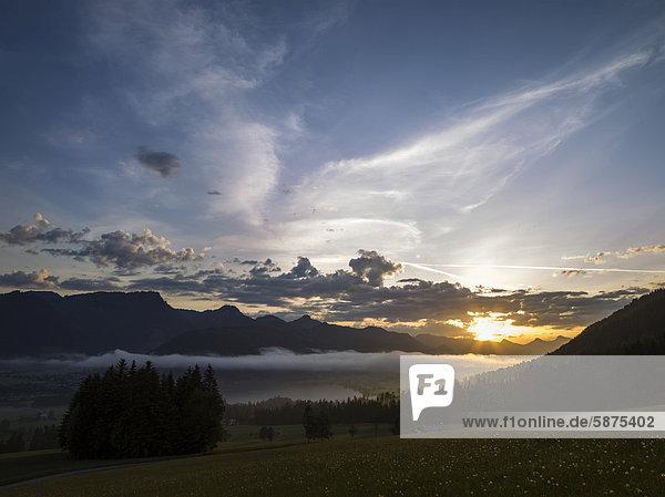 Sonnenaufgang über dem Walchsee  Tirol  Österreich  Europa