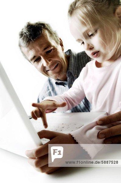 Notebook  schieben  Menschlicher Vater  Tochter  Schlüssel
