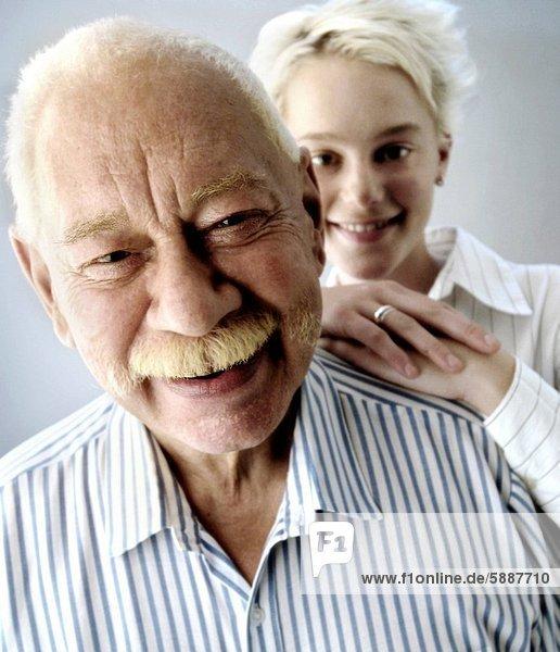 Portrait Enkeltochter Großvater