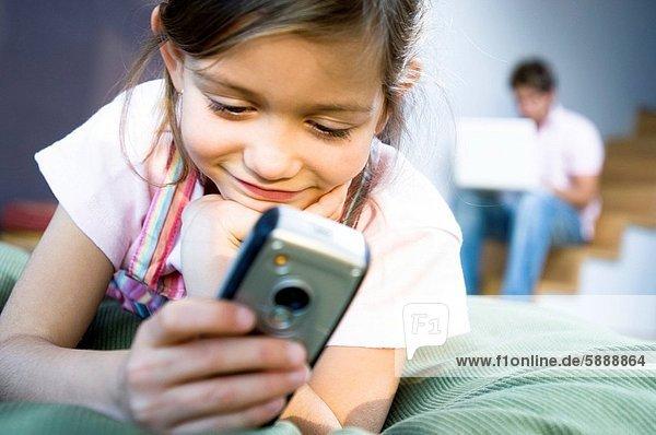 Handy  benutzen  Kurznachricht  Mädchen