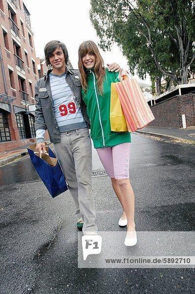 Portrait  tragen  Tasche  Straße  kaufen  jung