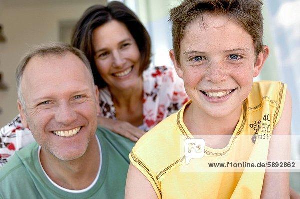 Portrait  lächeln  Junge - Person  Menschliche Eltern