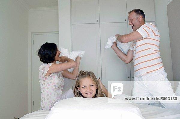 Kampf Bett Kopfkissen Mittelpunkt Tochter Erwachsener