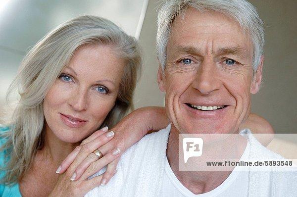 Porträt von einem älteres Paar lächelnd