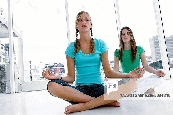 Frau  Meditation  2  jung  02 Position
