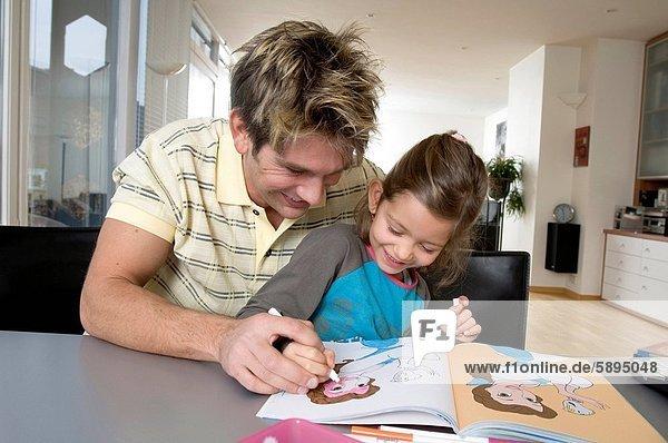Farbaufnahme  Farbe  Menschlicher Vater  Hilfe  Tochter