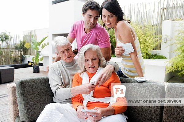 Sohn  reifer Erwachsene  reife Erwachsene  Karte  Tochter  spielen