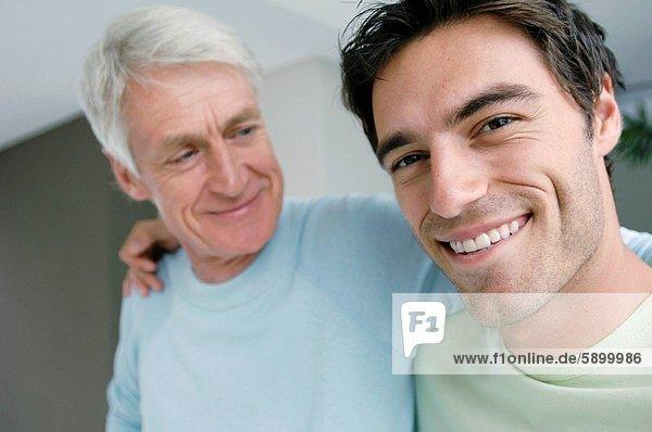 Senior  Senioren  Mann  lächeln  Sohn