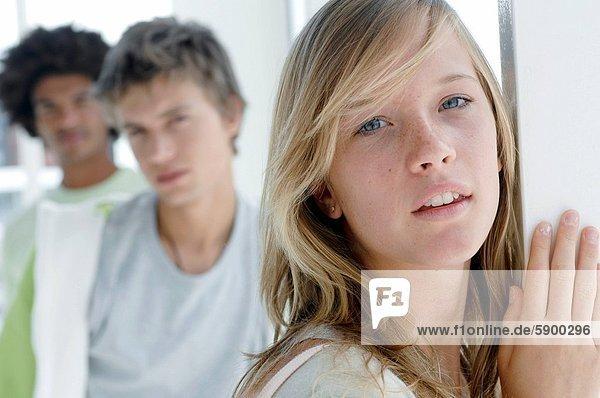 hinter  stehend  Portrait  Frau  Mann  sehen  ernst  2  jung