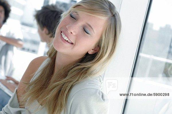 Frau  lächeln  geschlossen  jung