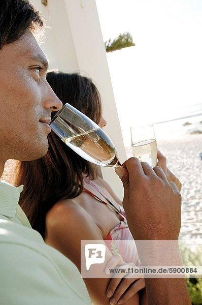 Profil  Profile  jung  trinken  Seitenansicht  Champagner