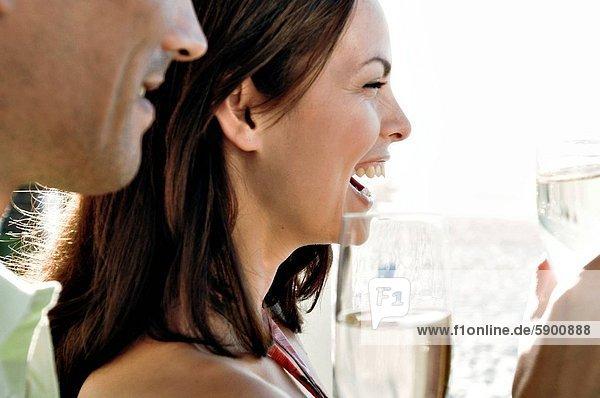 Profil  Profile  halten  jung  Seitenansicht  Champagner