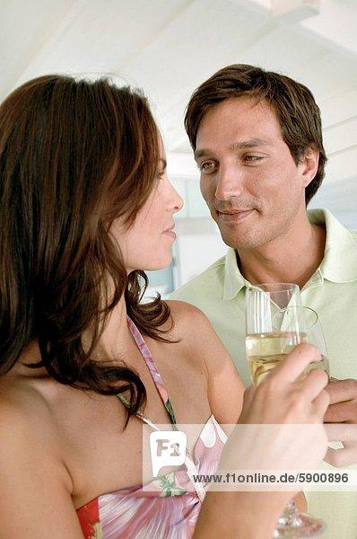 zuprosten  anstoßen  jung  Champagner