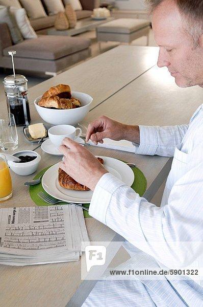 Mann  reifer Erwachsene  reife Erwachsene  Frühstück