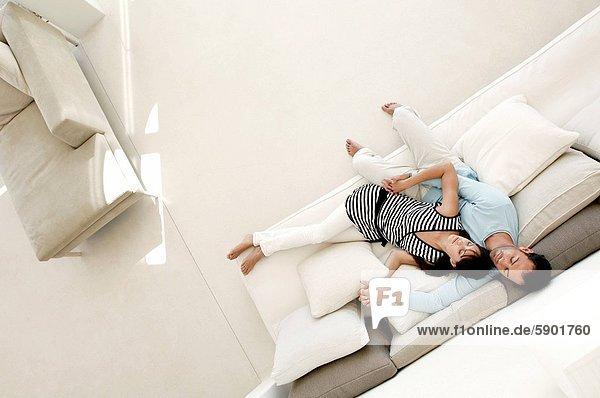 hoch  oben  schlafen  Ansicht  jung  Flachwinkelansicht  Couch  Winkel