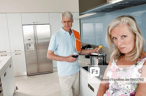 Senior  Senioren  kochen  Portrait  Frau  Mann  Hintergrund