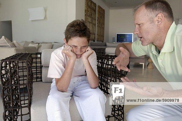 sprechen sehen Ärger Junge - Person Menschlicher Vater