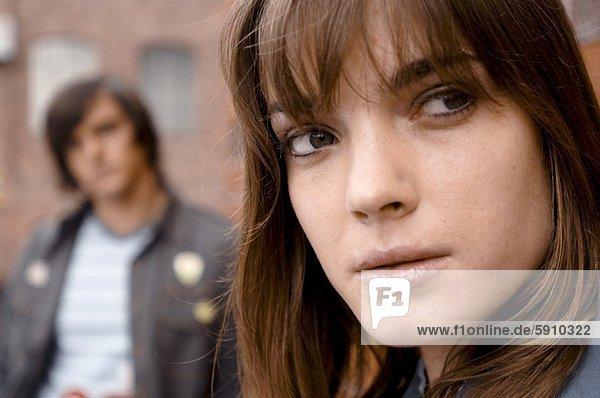 Frau  Mann  Hintergrund  Close-up  close-ups  close up  close ups  denken  jung