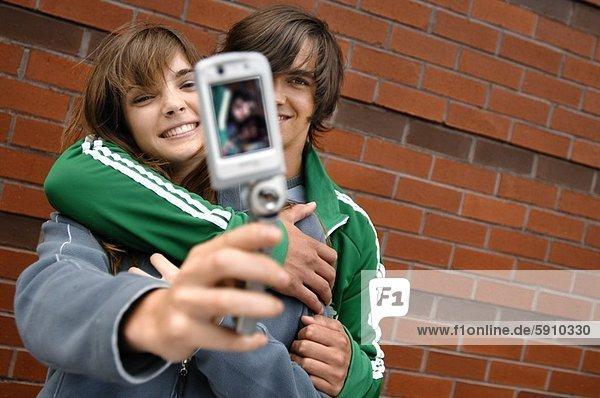 Nahaufnahme eines jungen Paares ein Foto von sich selbst