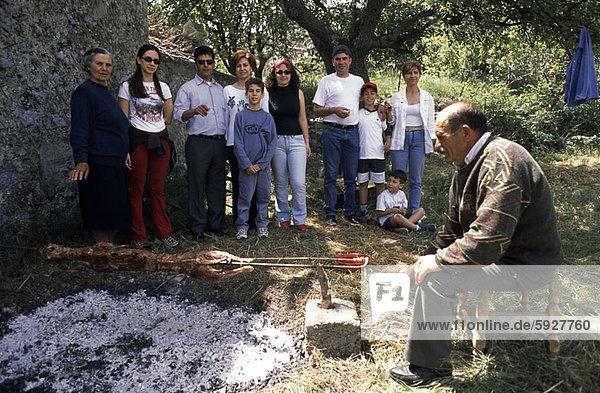 Profil  Profile  Senior  Senioren  Mann  Seitenansicht  rösten  Kreta  Griechenland  Fleisch