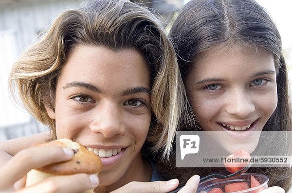 Portrait  Jugendlicher  lächeln  Junge - Person  Mädchen