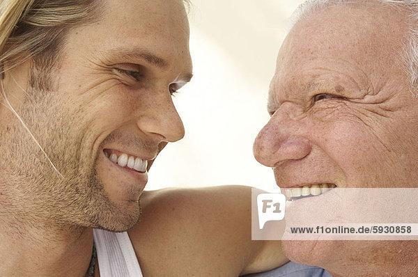 Senior  Senioren  Mann  Sohn  Close-up  close-ups  close up  close ups