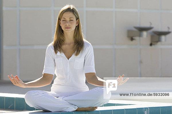 Frau  Meditation  jung