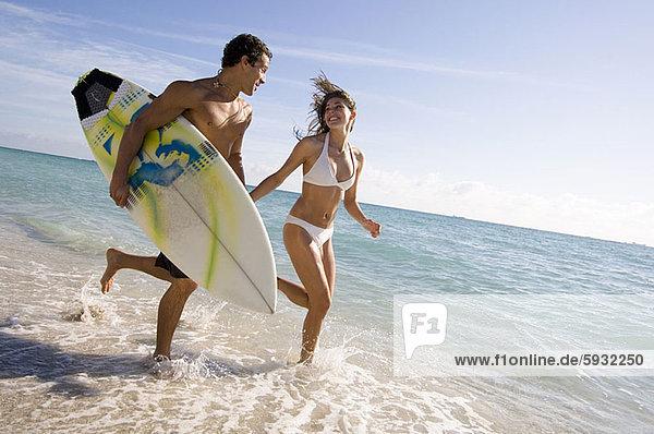 Strand  rennen  Surfboard  jung