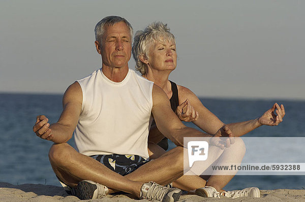 Senior  Senioren  Strand  Meditation