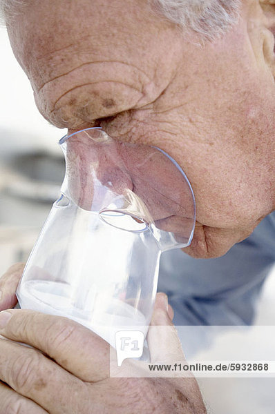 Senior  Senioren  benutzen  Mann  Close-up  close-ups  close up  close ups  Sauerstoffmaske  Maske