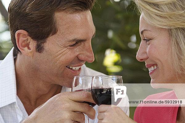 lächeln  Wein  Close-up  close-ups  close up  close ups  Mittelpunkt  rot  Erwachsener