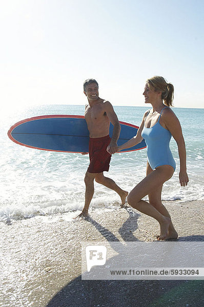 Strand  rennen  halten  Surfboard  Mittelpunkt  Erwachsener