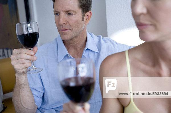 Wein  halten  Close-up  close-ups  close up  close ups  Mittelpunkt  rot  Erwachsener