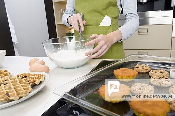 Anschnitt  Frau  Küche  Produktion  Kuchen  Mittelpunkt  Ansicht