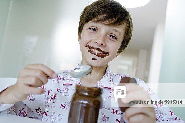 Portrait  lächeln  Junge - Person  essen  essend  isst  Marmelade