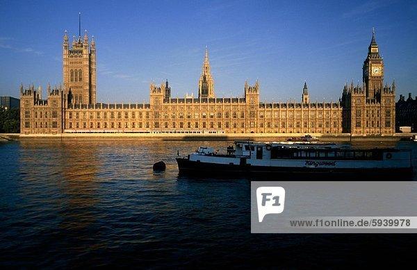 Regierungsgebäude am Ufer  Haus des Parlaments  London  England. Regierungsgebäude am Ufer  Haus des Parlaments  London  England