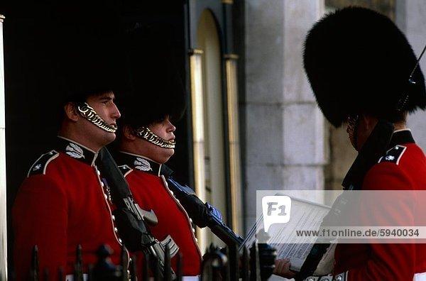 Profil  Profile  London  Hauptstadt  Monarchie  3  Seitenansicht  Wachmann  britisch  England