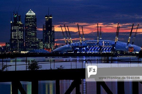 Gebäude an der Uferpromenade  Millennium Dome  London  England. Gebäude an der Uferpromenade  Millennium Dome  London  England