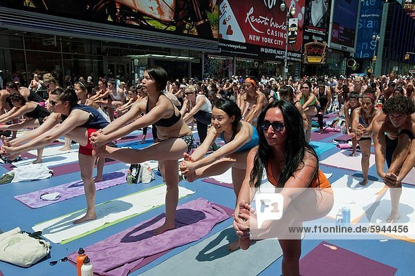 Allgemeinarzt  Tag  Sommer  Wärme  aufwärts  suchen  Quadrat  Quadrate  quadratisch  quadratisches  quadratischer  Zeit  Temperatur  Hilfe  Yoga  Teilnahme  Ar  neu